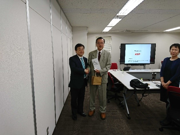 The members of Qingdao economic development zone in China visited Kanagawa Science Park